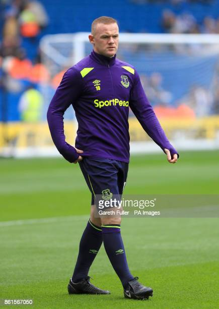 Everton's Wayne Rooney warms up ahead of the Premier League match at the AMEX Stadium Brighton