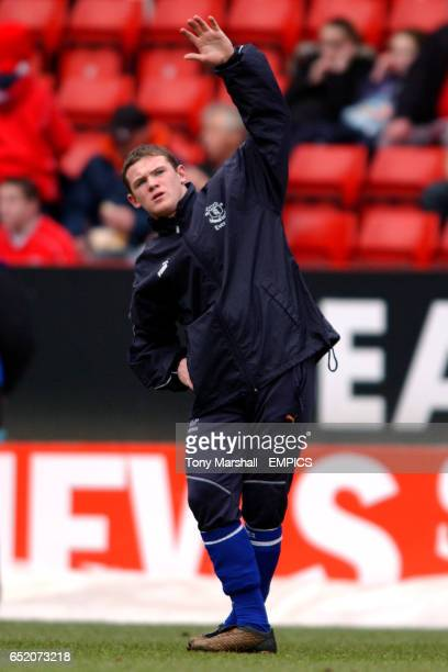 Everton's Wayne Rooney warms up before the game