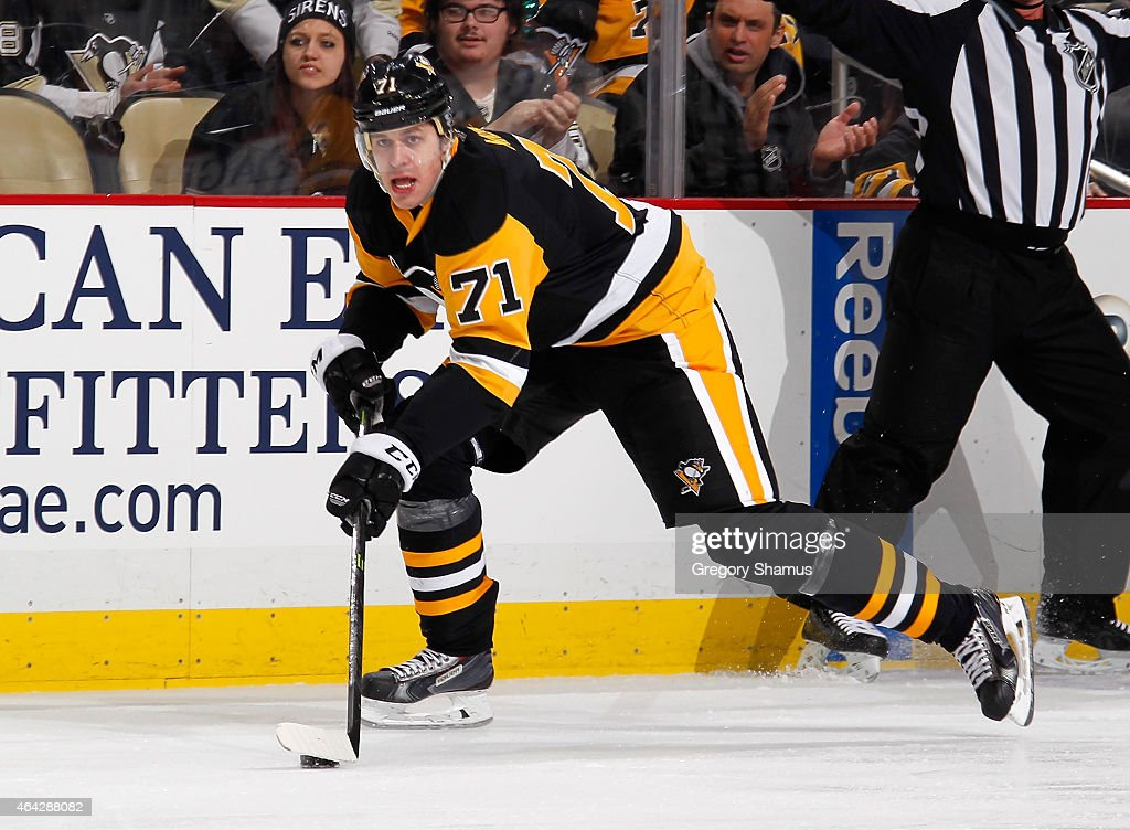 Evgeni Malkin #71 of the Pittsburgh Penguins moves the puck against the Washington Capitals at Consol Energy Center on February 17, 2015 in Pittsburgh, Pennsylvania.
