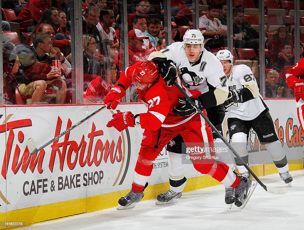 Evgeni Malkin #71 of the Pittsburgh Penguins tries to get around <a gi-track='captionPersonalityLinkClicked' href=/galleries/search?phrase=Kyle+Quincey&family=editorial&specificpeople=2234340 ng-click='$event.stopPropagation()'>Kyle Quincey</a> #27 of the Detroit Red Wings in the third period during a pre season game at Joe Louis Arena on September 25, 2013 in Detroit, Michigan.