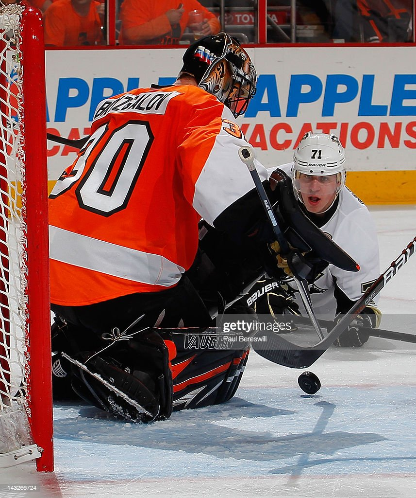 Evgeni Malkin #71 of the Pittsburgh Penguins watches a shot get stopped by Flyers goalie Ilya Bryzgalov #30 in the third period of Game Six of the Eastern Conference Quarterfinals during the 2012 NHL Stanley Cup Playoffs at Wells Fargo Center on April 22, 2012 in Philadelphia, Pennsylvania. Flyers won the game 5-1 to eliminate the Penguins from the playoffs
