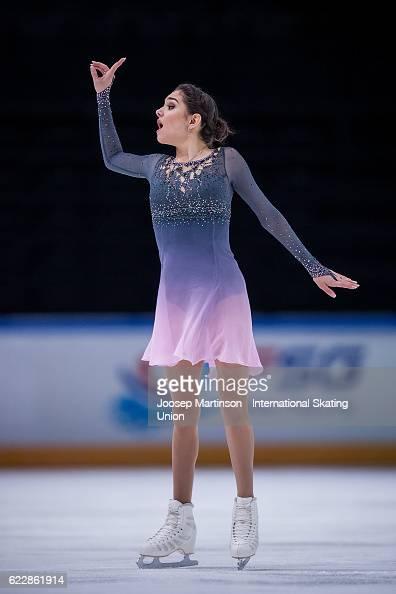 Евгения Медведева - 2 - Страница 45 Evgenia-medvedeva-of-russia-competes-during-ladies-free-skating-on-picture-id622861914?s=594x594