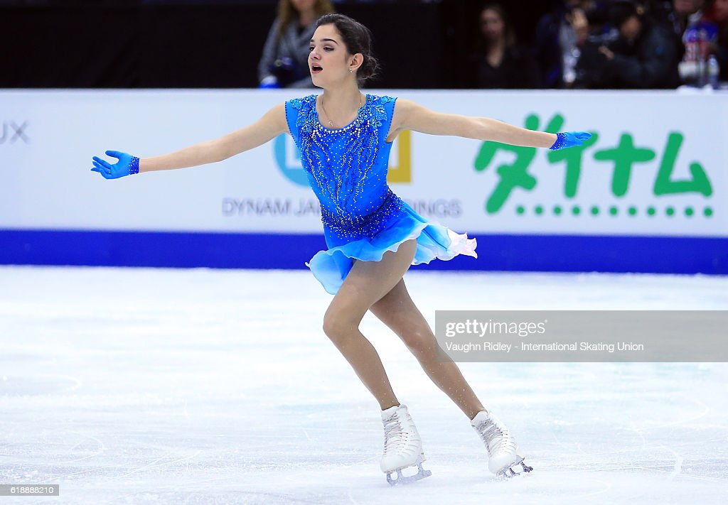 Евгения Медведева - 2 - Страница 39 Evgenia-medvedeva-of-russia-competes-in-the-ladies-short-program-the-picture-id618888210