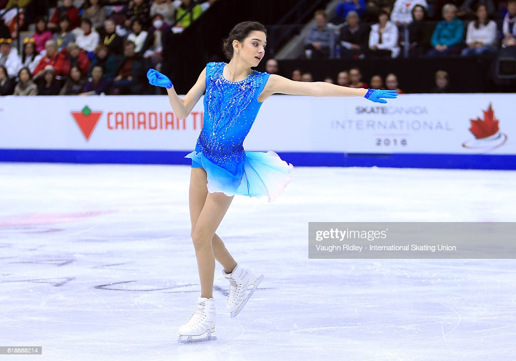 Евгения Медведева - 2 - Страница 39 Evgenia-medvedeva-of-russia-competes-in-the-ladies-short-program-the-picture-id618888214