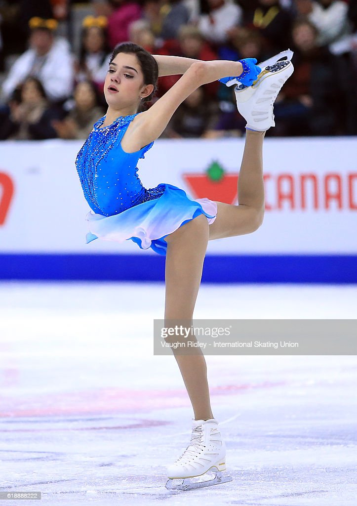 Евгения Медведева - 2 - Страница 39 Evgenia-medvedeva-of-russia-competes-in-the-ladies-short-program-the-picture-id618888222