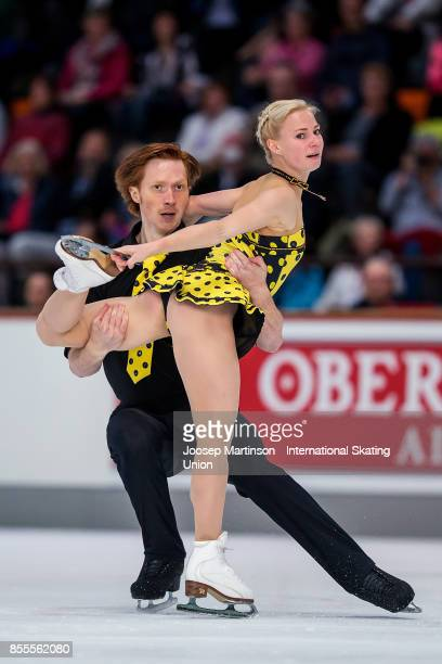 Evgenia Tarasova and Vladimir Morozov of Russia compete in the Pairs Free Skating during the Nebelhorn Trophy 2017 at Eissportzentrum on September 29...