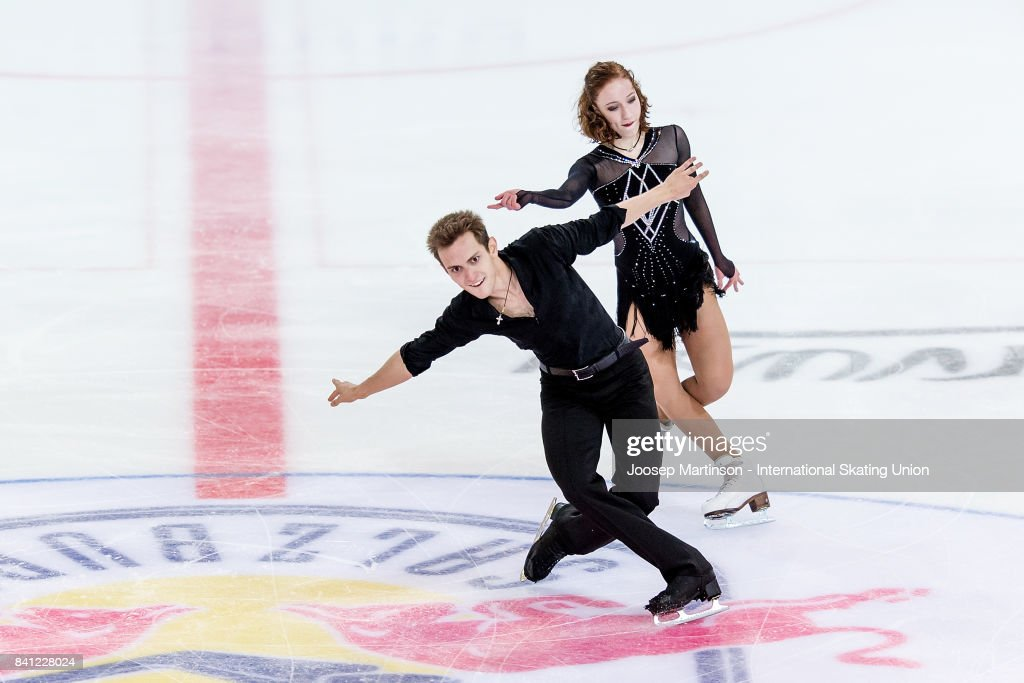 СШОР «Сокольники» (Москва, Россия) - Рублева-Шефер Evgeniia-lopareva-and-alexey-karpushov-of-russia-compete-in-the-ice-picture-id841228024