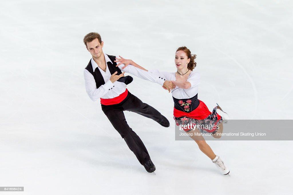 СШОР «Сокольники» (Москва, Россия) - Рублева-Шефер - Страница 2 Evgeniia-lopareva-and-alexey-karpushov-of-russia-compete-in-the-ice-picture-id841656424
