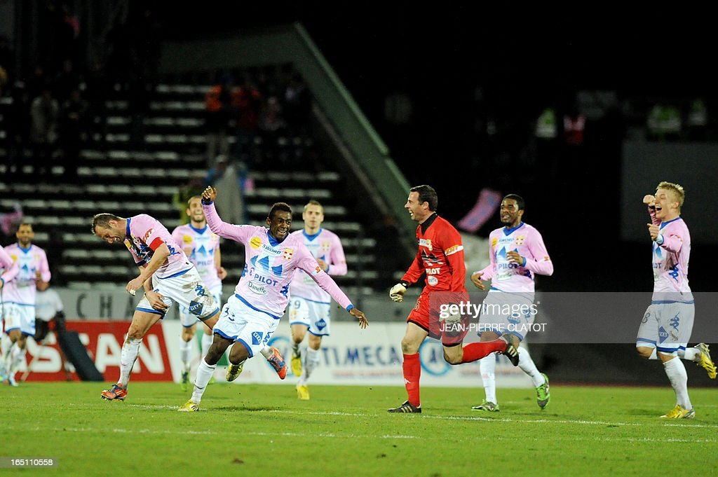 Evian's French forward Clarck N'Sikulu (2nd R) jubilates after scoring a goal during the French L1 football match Evian (ETGFC) vs Reims (SR) on March 30, 2013 at the Parc des Sports stadium in Annecy, eastern France. AFP PHOTO / JEAN-PIERRE CLATOT