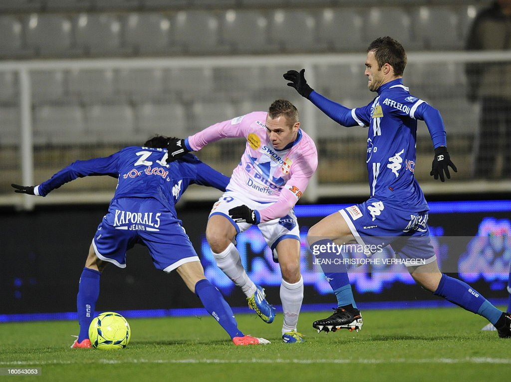 Evian's French forward Kevin Berigaud (C) vies with Bastia's Fethi Harek (L) and French midfielder Julien Sable (R) during a French L1 football match between Bastia (SCB) and Evian (ETGFC) at the Abbe Deschamps Stadium on February 2, 2013 in Auxerre. AFP PHOTO / JEAN-CHRISTOPHE VERHAEGEN