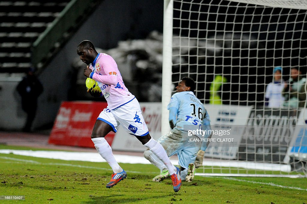 Evian's French forward Yannick Sagbo (L) reacts after scoring a goal during the French L1 football match Evian (ETGFC) vs Reims (SR) on March 30, 2013 at the Parc des Sports stadium in Annecy, eastern France. AFP PHOTO / JEAN-PIERRE CLATOT