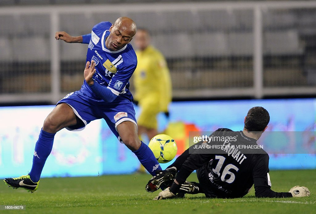 Evian's French goalkeeper Bertrand Laquait (R) fights for the ball with Bastia's French forward Toifilou Maoulida (L) during the French L1 football match Bastia (SCB) vs Evian (ETGFC) at the Abbe Deschamps Stadium, on February 2, 2013 in Auxerre.
