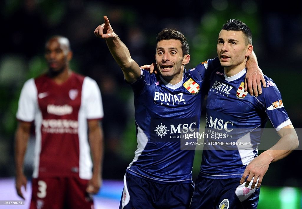Evian's French midfielder Cedric Barbosa (L) celebrates with Evian's French forward Mathieu Duhamel (R) after scoring a goal during the French L1 football match between Metz (FCM) and Evian (ETGFC) on February 28, 2015 at the Saint Symphorien stadium in Longeville-Les-Metz, eastern France. AFP PHOTO / JEAN-CHRISTOPHE VERHAEGEN