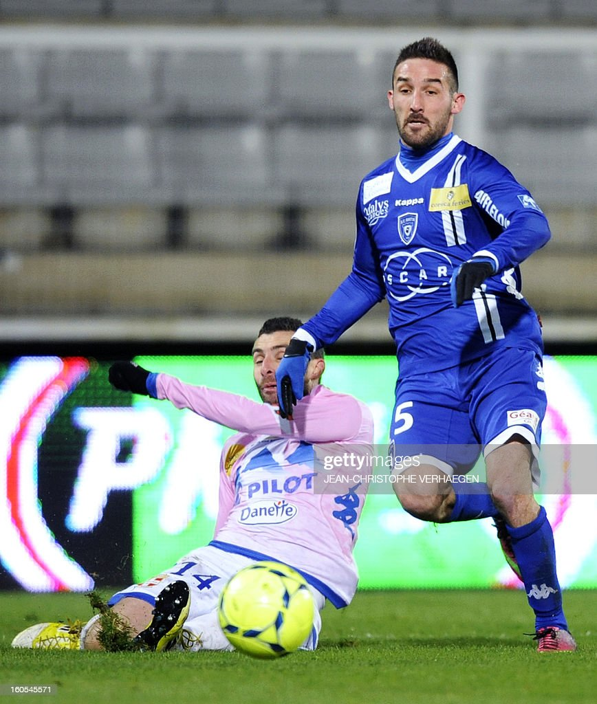 Evian's French midfielder Cedric Barbosa (L) vies with Bastia's French midfielder Julian Palmieri (R) during the French L1 football match Bastia (SCB) vs Evian (ETGFC) at the Abbe Deschamps Stadium, on February 2, 2013 in Auxerre.