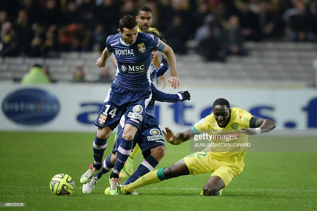Evian's French midfielder Cedric Barbosa (L) vies with Nantes' French defender Issa Cissokho (R) during the French L1 football match between Nantes and Evian-Thonon-Gaillard (ETG) on March 14, 2015 at the Beaujoire stadium in Nantes, western France. AFP PHOTO / JEAN-SEBASTIEN EVRARD