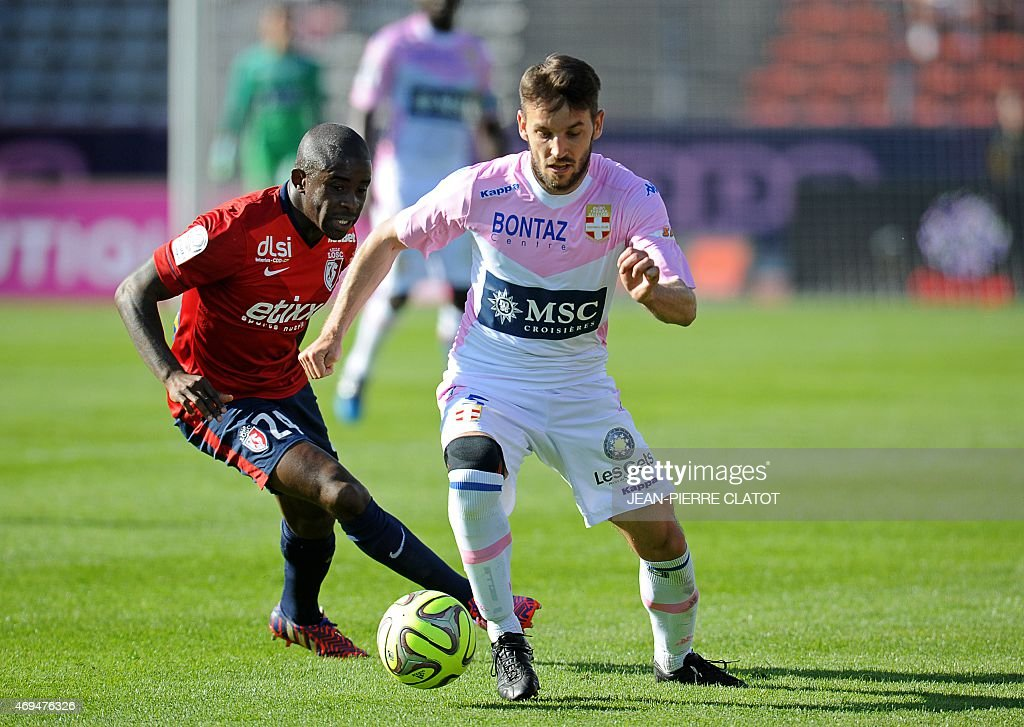 Evian's Serbian midfielder <a gi-track='captionPersonalityLinkClicked' href=/galleries/search?phrase=Milos+Ninkovic&family=editorial&specificpeople=4695877 ng-click='$event.stopPropagation()'>Milos Ninkovic</a> (R) vies for the ball with Lille's French midfielder <a gi-track='captionPersonalityLinkClicked' href=/galleries/search?phrase=Rio+Mavuba&family=editorial&specificpeople=708351 ng-click='$event.stopPropagation()'>Rio Mavuba</a> during the French L1 football match between Evian (ETGFC) and Lille (LOSC) on April 12, 2015 at the Parc des Sports in Annecy, southern France.