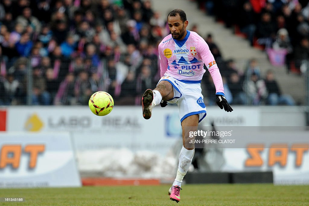 Evian's Tunisian forward Saber Khelifa kicks the ball during the French L1 football match Evian (ETGFC) vs Olympique de Marseille (OM) on February 10, 2013 at the city stadium Parc-des-sports in Annecy, eastern France. AFP PHOTO / JEAN-PIERRE CLATOT