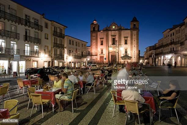 Evora, Outdoor diners on Praca do Giraldo