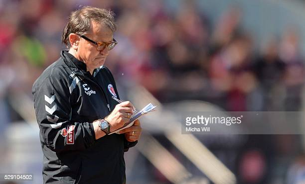 Ewald Lienen head coach of Hamburg takes notes during the Second Bundesliga match between 1 FC Nuernberg and FC St Pauli at GrundigStadion on May 8...