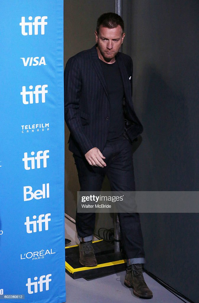 ewan-mcgregor-attends-the-american-pastoral-press-conferenceduring-picture-id602280512