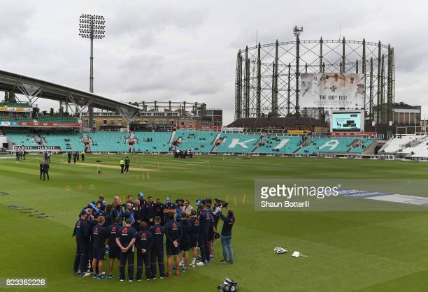 Ex England captain Graham Gooch talks to the team before the 3rd Investec Test match between England and South Africa at The Kia Oval on July 27 2017...
