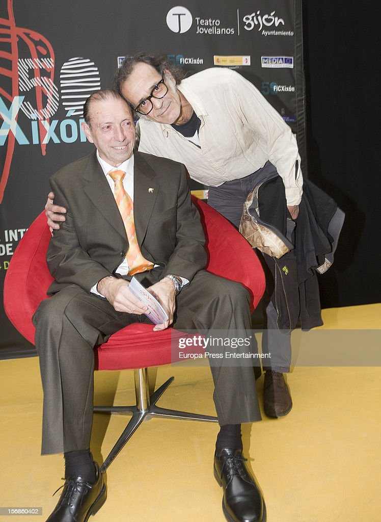 Ex football player 'Quini' (2L) attends the presentation of 'El brujo ante el espejo', his autography film directed by Rai Garcia (R) on November 22, 2012 in Oviedo, Spain.