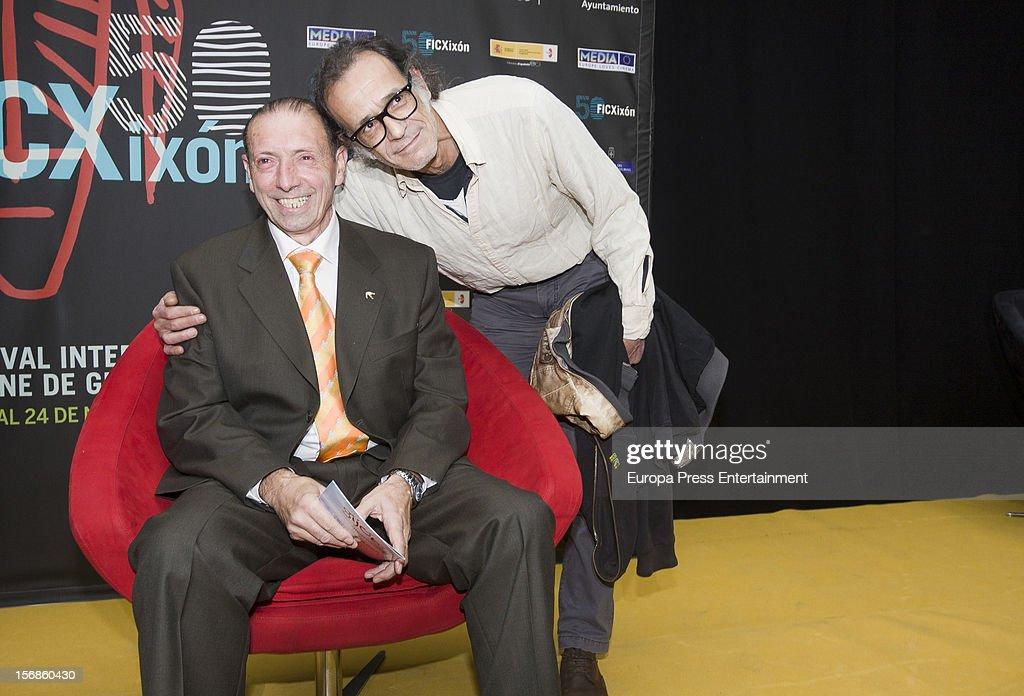 Ex football player 'Quini' (2L) attends the presentation of 'El brujo ante el espejo', his autography film directed by Rai Garcia (R) on November 22, 2012 in Oviedo, Spain.