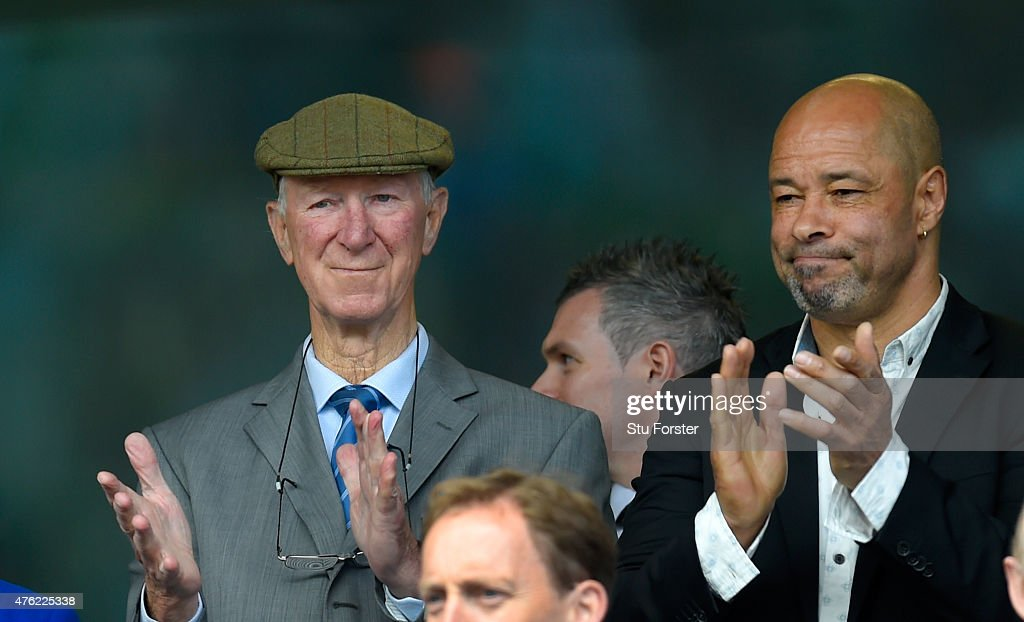 Ex Ireland manager <a gi-track='captionPersonalityLinkClicked' href=/galleries/search?phrase=Jack+Charlton&family=editorial&specificpeople=453447 ng-click='$event.stopPropagation()'>Jack Charlton</a> (l) and former player Paul McGrath applaud the anthem before the International friendly match between Republic of Ireland and England at Aviva Stadium on June 7, 2015 in Dublin, Ireland.