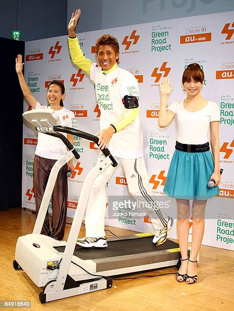 Ex professional baseball player Tsuyoshi Shinjo runs for 1 km on a machine while Barcelona Olympic women's marathon silver medalist Yuko Arimori and...