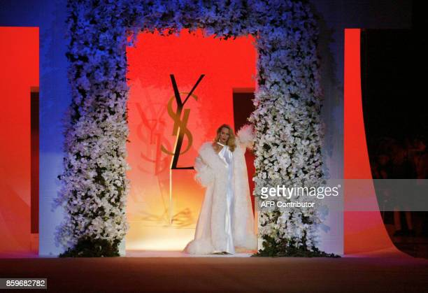 Ex top model Jerry Hall presents a creation for French designer Yves Saint Laurent 22 January 2002 during the retrospective part of Saint Laurent's...
