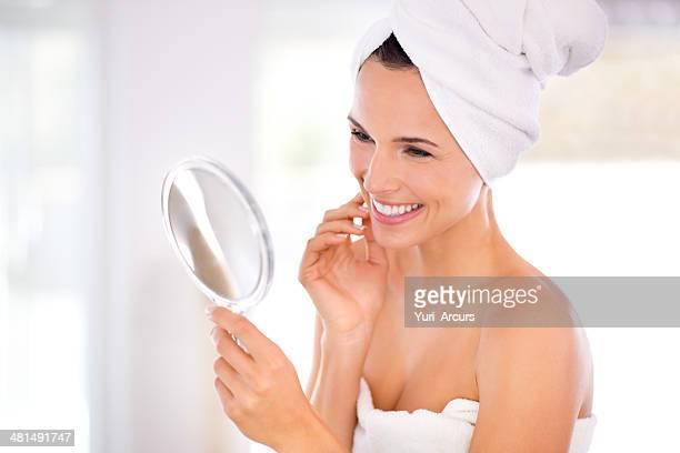 Esaminando la sua bella pelle