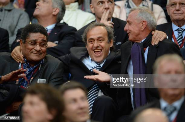 ExBenfica footballer Eusebio UEFA President Michel Platini and ExAjax and Netherlands footballer Johan Cruyff share a joke during the UEFA Europa...