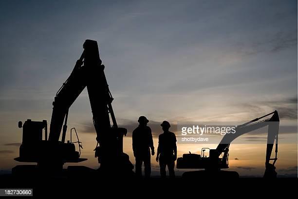 Excavatrices à l'aube