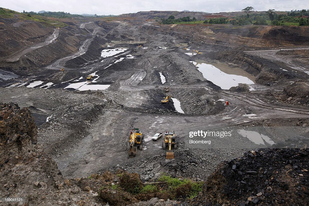 Excavators operate in the open pit coal mine at the PT Exploitasi Energi Indonesia operations in Asam-Asam, South Kalimantan, Indonesia, on Monday Oct. 29, 2012. Indonesia, the world's largest exporter of coal for electricity generation, will reduce the amount of the fuel that producers must sell to buyers inside the country for next year by 9.4 percent. Photographer: Dadang Tri/Bloomberg via Getty Images