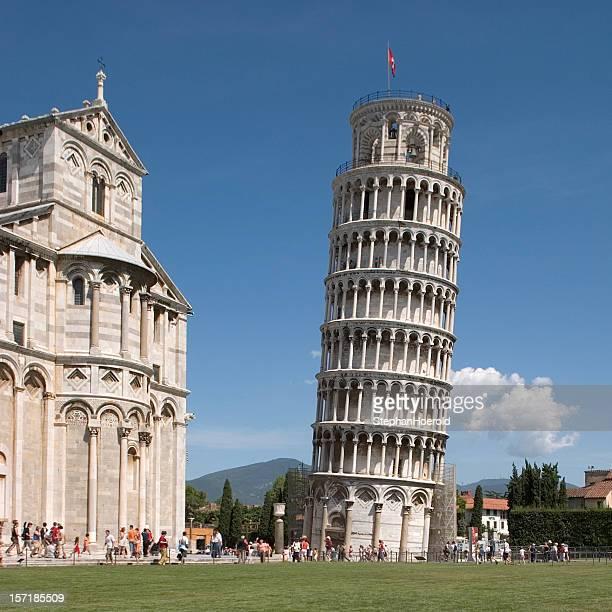 Eccellente visualizzazione della torre pendente di Pisa, Italia