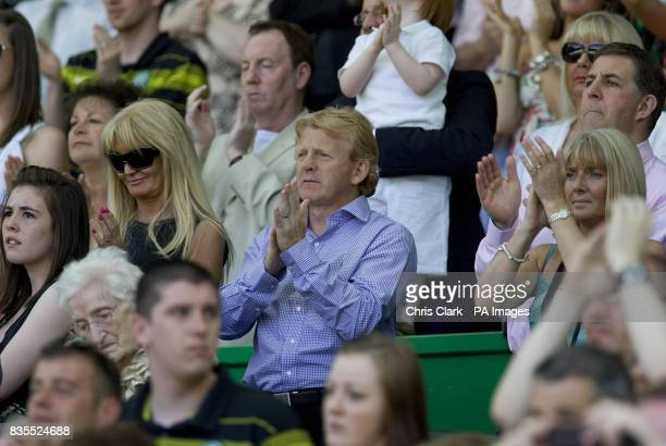 ExCeltic manager Gordon Strachan applauds in memory of Tommy Burns before the Tommy Burns Tribute match at Celtic Park Glasgow