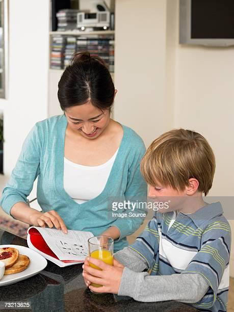 留学生と少年での朝食