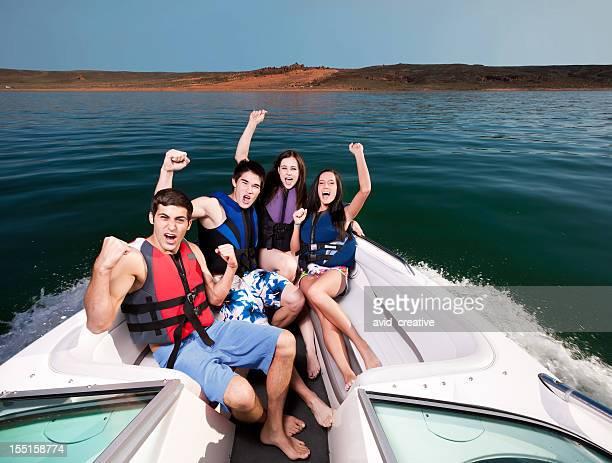 Begeistert Freunde Bootfahren