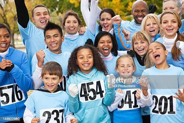 Begeistertes team an einem charity-Rennen