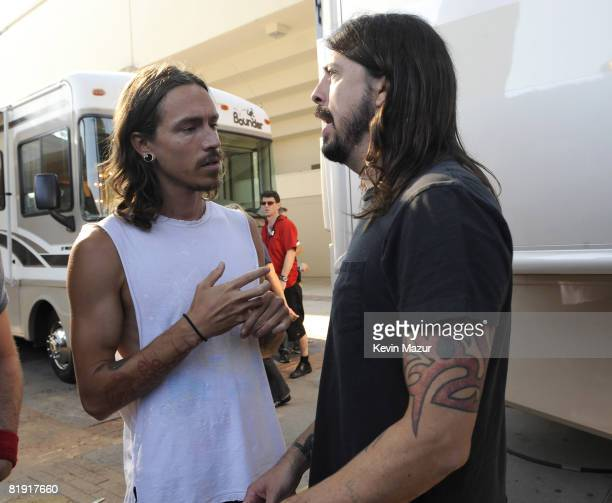 WESTWOOD CA JULY 12 *Exclusive* Brandon Boyd of Incubus and Dave Grohl of Foo Fighters backstage at the 2008 VH1 Rock Honors honoring The Who at...