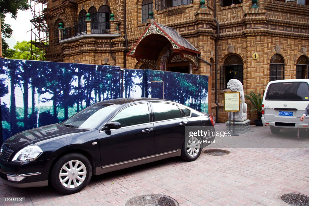 Exclusive cars parked by the entrance to Moller House. : Stock Photo