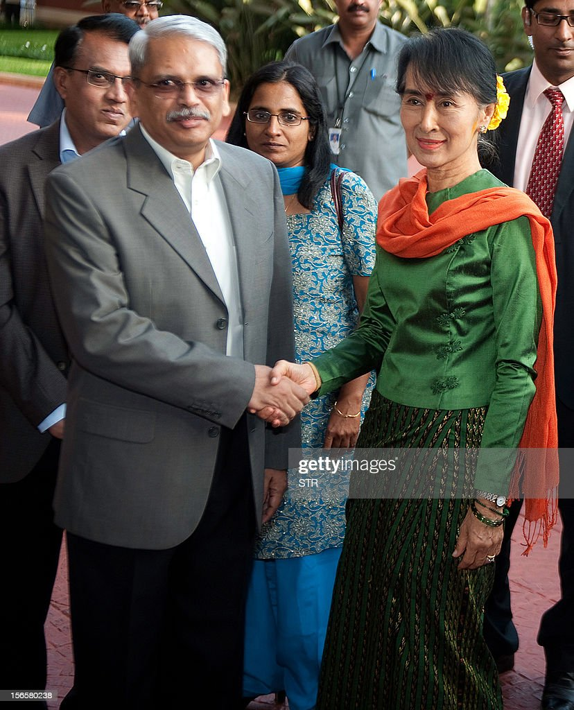 Executive Co-Chairman of Infosys Kris Gopalakrishnan (L) shakes hands with Nobel laureate and Myanmar opposition leader and Chairperson of the National League of Democracy of Myanmar Aung San Suu Kyi during her visit to Infosys in Bangalore on November 17, 2012. Suu Kyi is on a week-long visit to India.