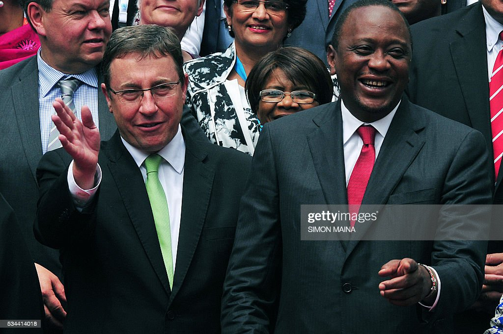 Executive Director Achim Steiner chats with Kenya President Uhuru Kenyatta during the United Nation Environment Assembly (UNEA) in Nairobi on May 26, 2016. The Assembly which represents the worlds highest-level of decision-making body on the environment will culminate in resolutions and a global call to action to address the critical environmental challenges facing the world today. / AFP / SIMON
