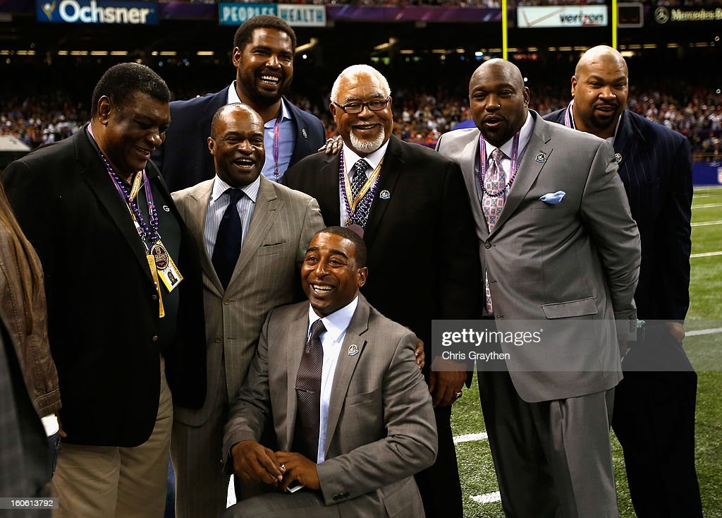 Executive Director DeMaurice Smith (2nd L) poses with members of the 2013 Hall of Fame induction class (L-R) Dave Robinson, Jonathan Ogden, Cris Carter (front), Curley Culp, Warren Sapp and Larry Allen during Super Bowl XLVII at the Mercedes-Benz Superdome on February 3, 2013 in New Orleans, Louisiana.