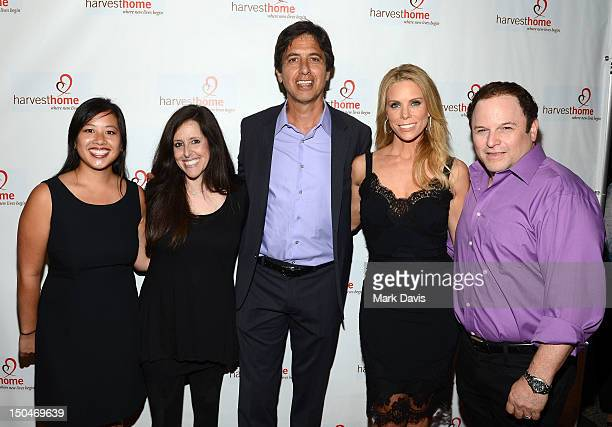 Executive Director of 'Harvest Home' Jessica Pham comedienne Wendy Liebman actors Ray Romano Cheryl Hines and Jason Alexander pose at the 'Everybody...