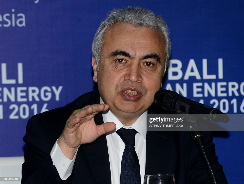 Executive director of the International Energy Agency (IEA) Fatih Birol speaks to journalists at a press conference during the Bali Clean Energy Forum (BCEF) 2016 in Nusa Dua on Indonesia's resort island of Bali on February 11, 2016. Indonesia is hosting the forum from February 11 to 12. AFP PHOTO / SONNY TUMBELAKA / AFP / SONNY TUMBELAKA