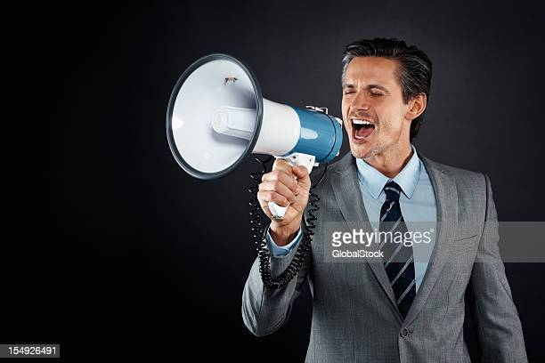 Executive faisant une annonce