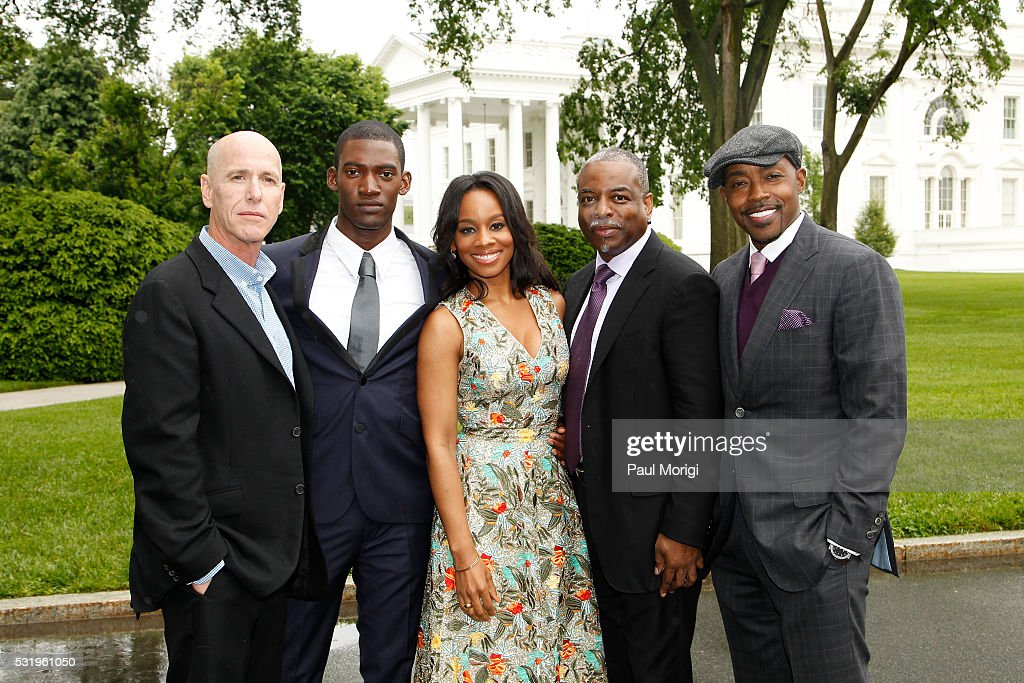 "HISTORY Brings ""Roots"" Cast And Crew To The White House For Screening"