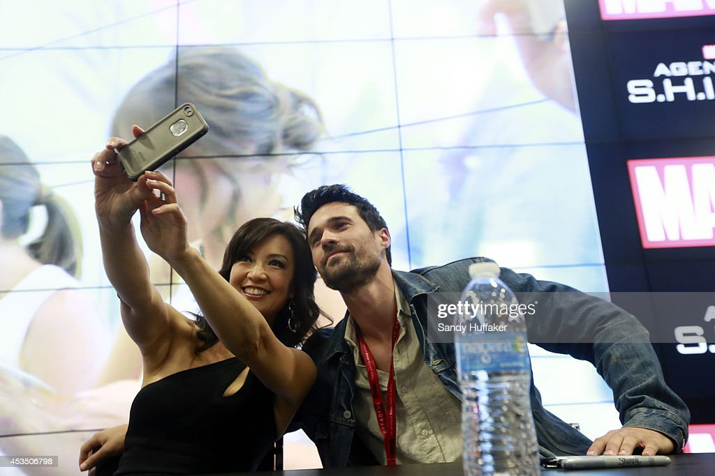 S AGENTS OF SHIELD Executive producers and cast of 'Marvel's Agents of SHIELD' were featured at the ComicCon Convention in San Diego California on...