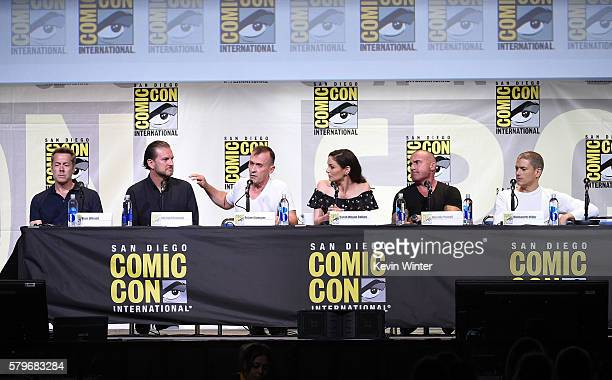 Executive producers Vaun Wilmott Michael Horowitz actors Robert Knepper Sarah Wayne Callies Dominic Purcell and Wentworth Miller attend the Fox...